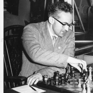 IM Bob Wade playing chess with black pieces
